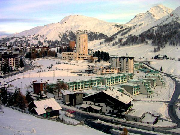 Foto sestriere setriere e il villaggio olimpico foto for Villaggio olimpico sestriere